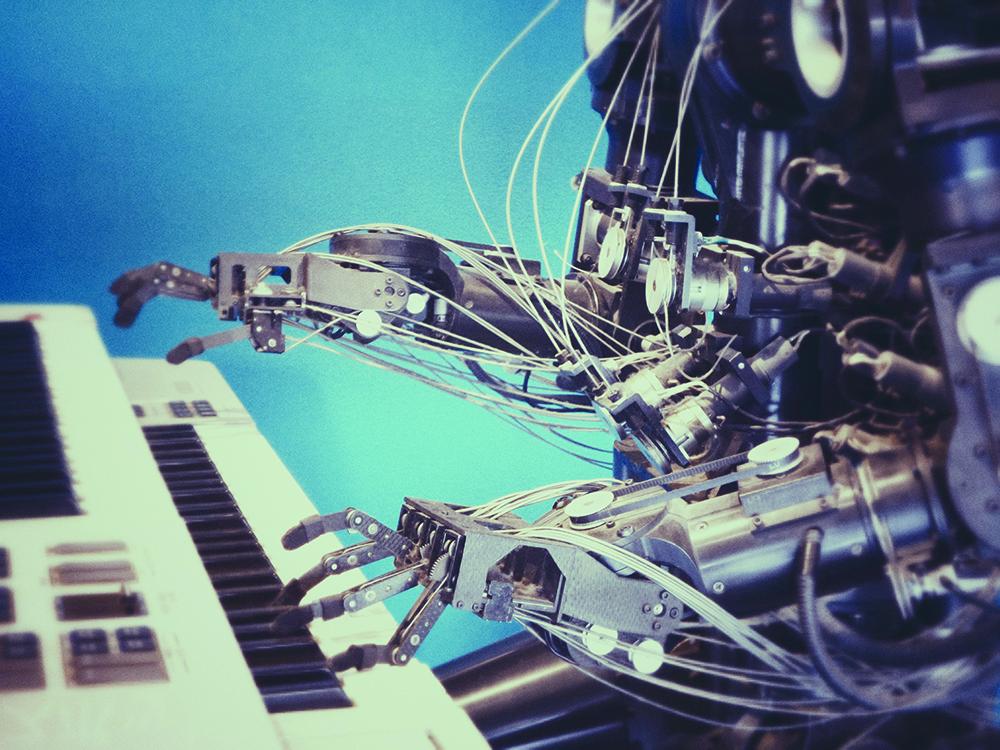 Un robot suona il pianoforte